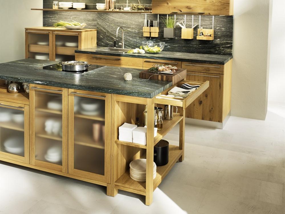 Кухни из дерева в стиле модерн: удобные ящики для посуды