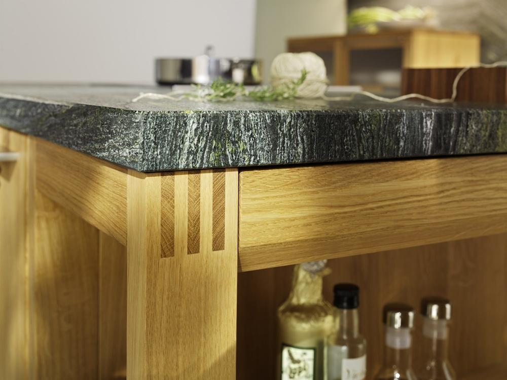 Кухни из дерева в стиле модерн: идеальные стыки у стола