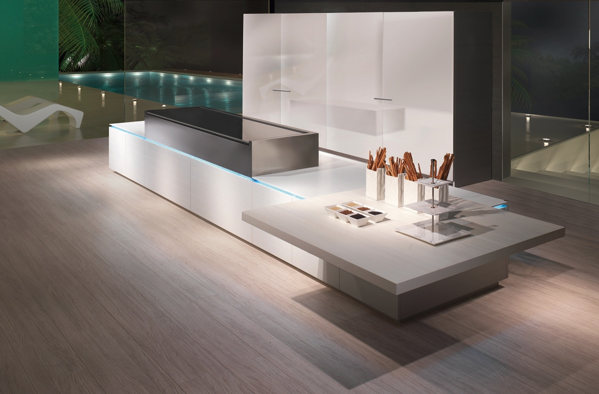 Дизайн светлой кухни scic в стиле модерн в интерьере