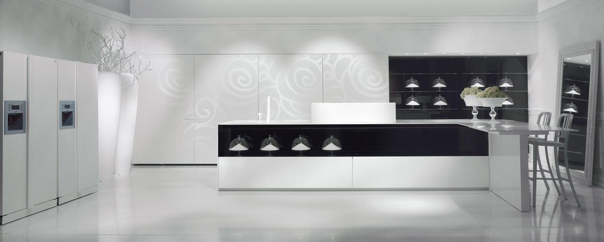 Оригинальный белый рисунок на стене в интерьере кухни
