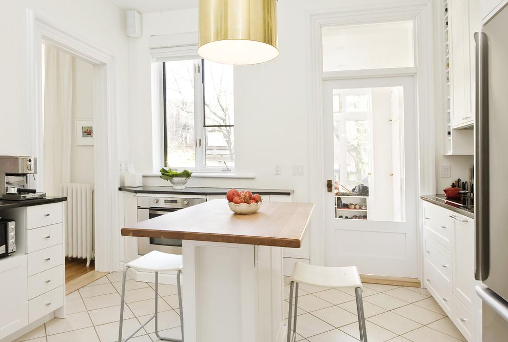 Оригинальное оформление кухни Streamlined and Smart