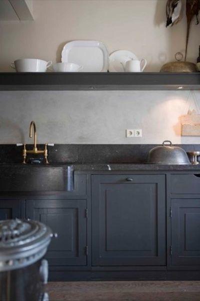 Кухня белая и серая: кран из латуни