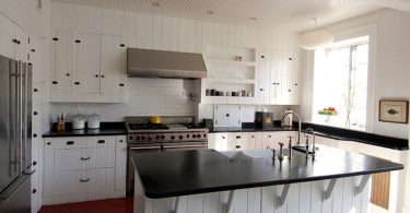 Интерьер кухни в чёрно-белом стиле