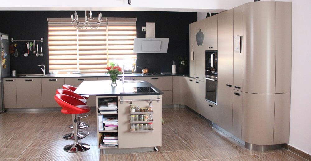 Кухонная мебель  цвета капучино