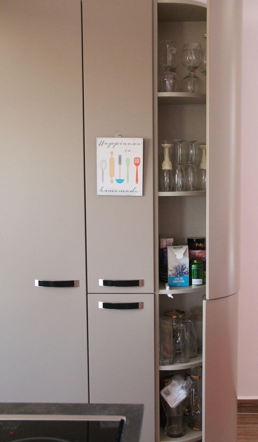 Скрытые полки в угловом шкафу