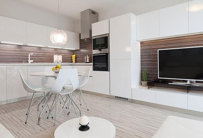 Угловая кухня переходящая в гостиную кухонная мебель из бревна
