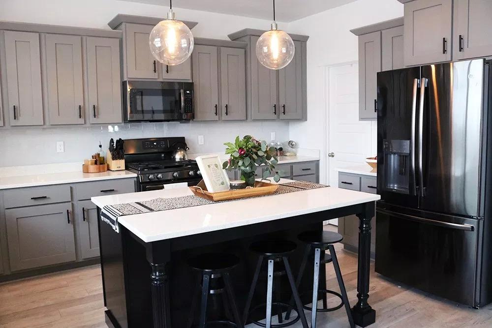 Сочетание классики и модерн на кухне