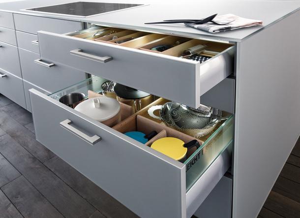 Выдвижные ящики для хранения посуды и столовых приборов