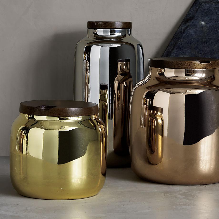 Кухня в сером цвете: металлические вазы