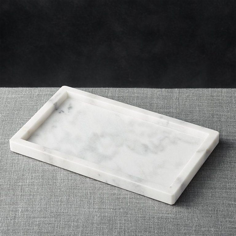Кухня в сером цвете: поднос из мрамора