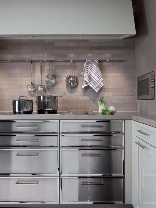 Кухня в стиле эклектика: выдвижные ящики из металла