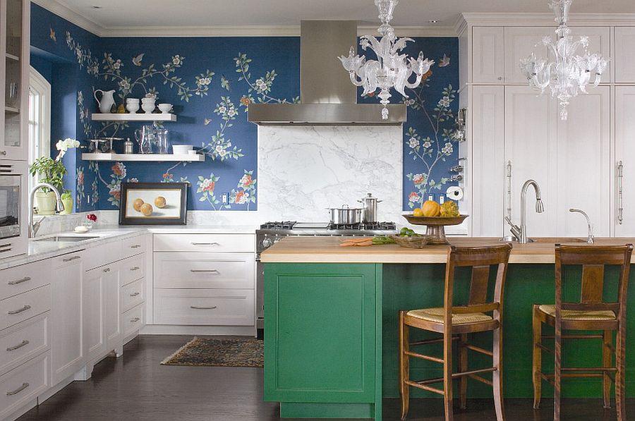 Кухня в стиле эклектика с ярко-зелёным кухонным островом