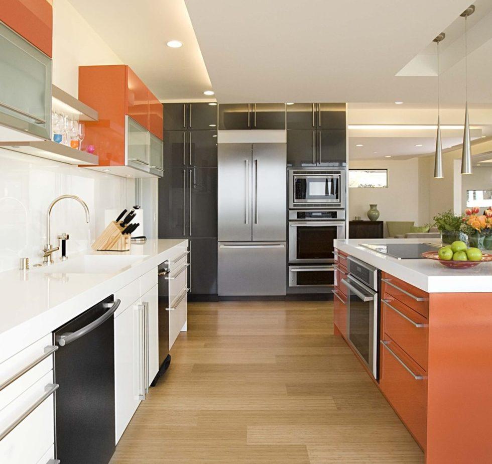 Простая кухня в стиле хай-тек
