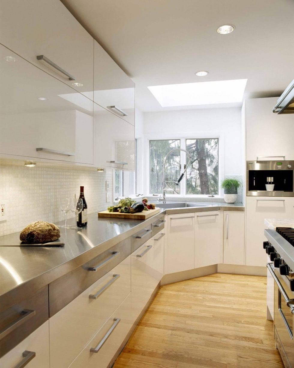 Кухня в стиле хай-тек с подсветкой