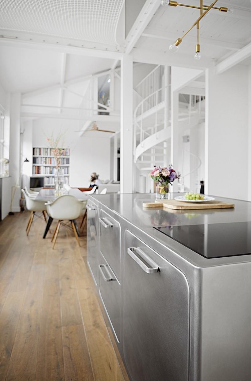 Необычная кухня в стиле скандинавского лофта: кухонный остров