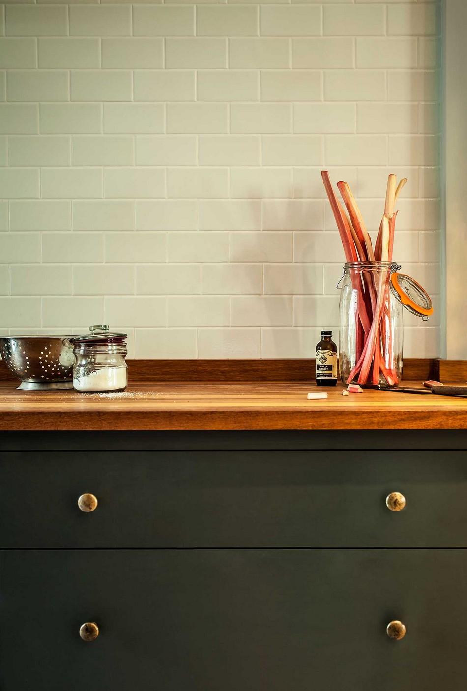 Дизайн ручек кухонного гарнитура цвета латуни