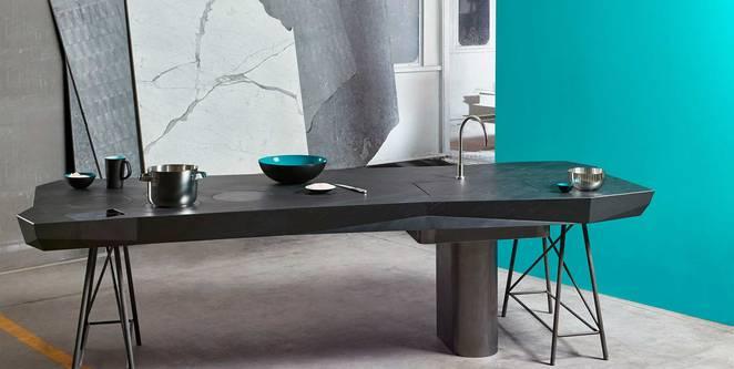Кухонная столешница из камня чёрного цвета