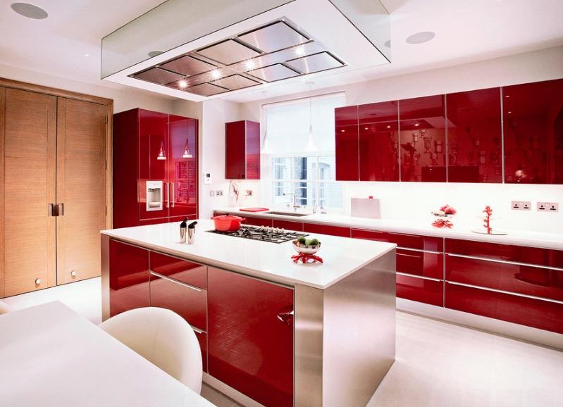 Кухонные гарнитуры в интерьере: мебель красного цвета