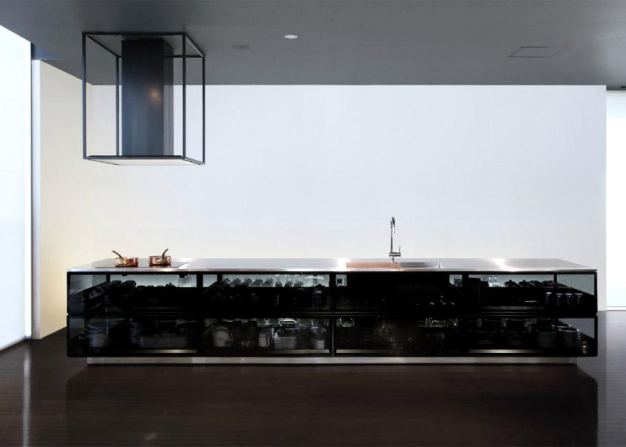 Кухонные гарнитуры в интерьере: стеклянный кухонный остров