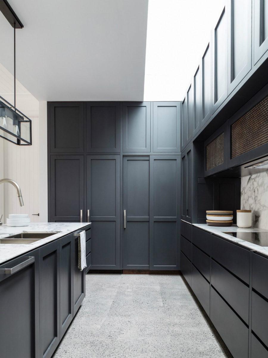 Кухонные современные шкафы - чёрно-белый вариант. Фото 4