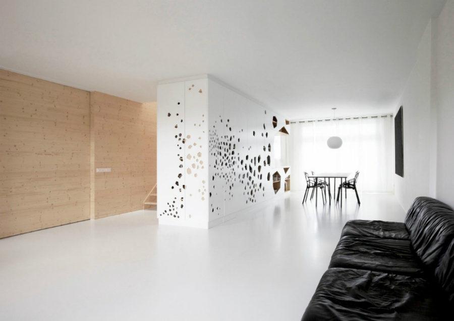 Кухонные современные шкафы - просторный белый шкаф