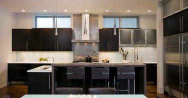 Как могут выглядеть современные кухонные вытяжки в интерьере?