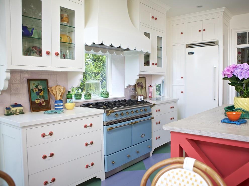 Оригинальный дизайн кухонной вытяжки в интерьере кухни - Фото 1