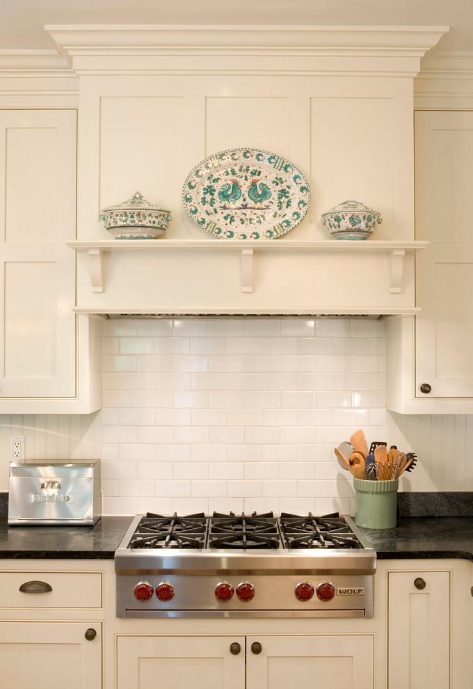Оригинальный дизайн кухонной вытяжки в интерьере кухни - Фото 6