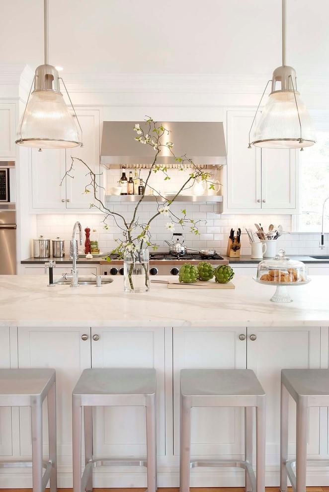 Оригинальный дизайн кухонной вытяжки в интерьере кухни - Фото 7
