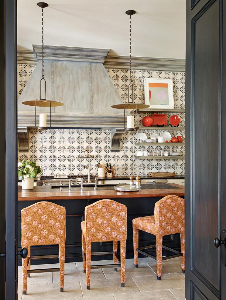 Оригинальный дизайн кухонной вытяжки в интерьере кухни - Фото 8