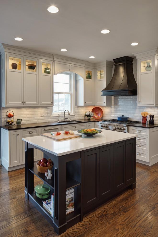 Оригинальный дизайн кухонной вытяжки в интерьере кухни - Фото 10