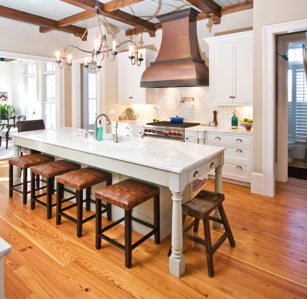 Оригинальный дизайн кухонной вытяжки в интерьере кухни - Фото 11