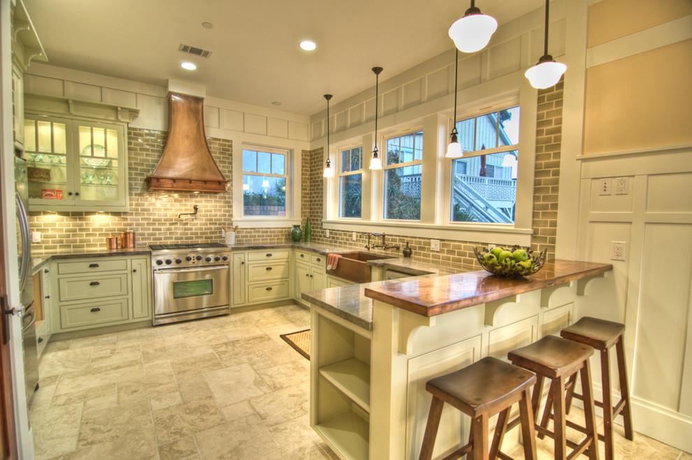 Оригинальный дизайн кухонной вытяжки в интерьере кухни - Фото 12