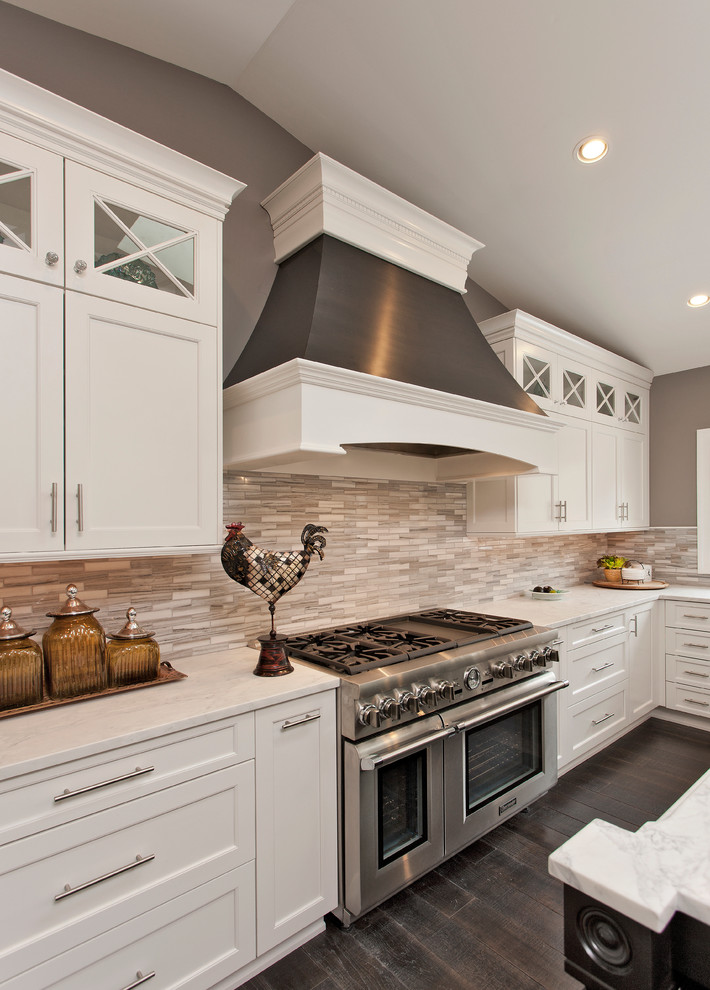 Оригинальный дизайн кухонной вытяжки в интерьере кухни - Фото 13