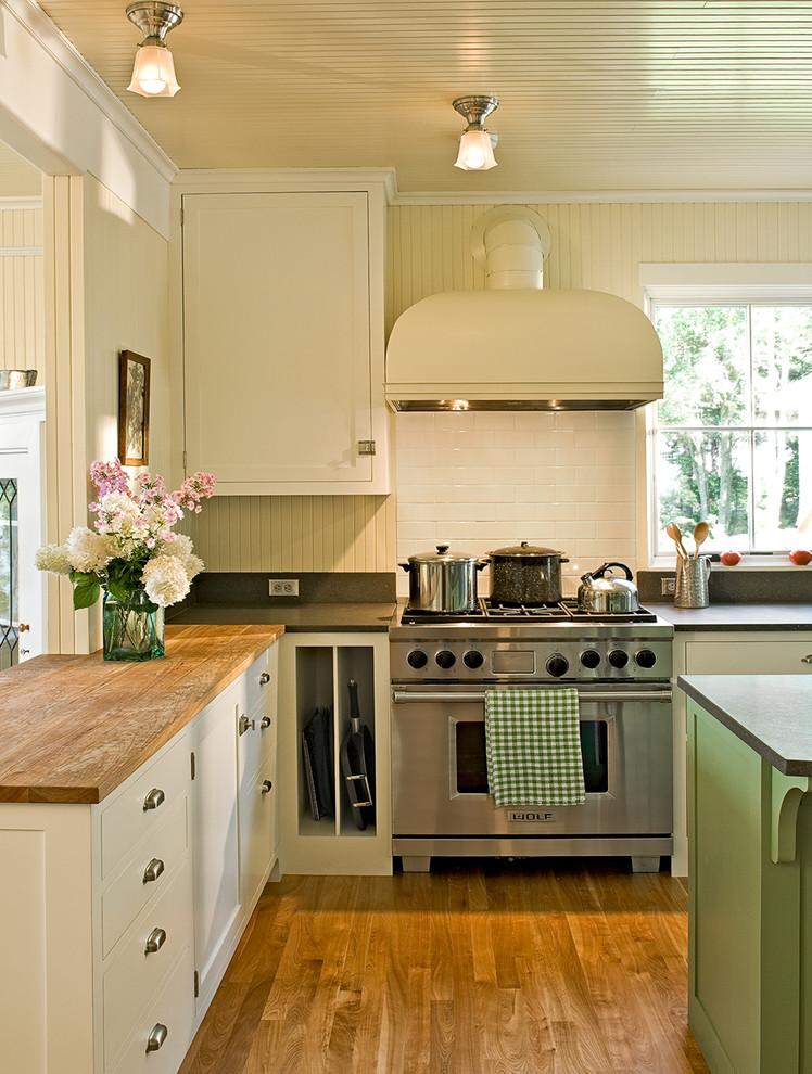 Оригинальный дизайн кухонной вытяжки в интерьере кухни - Фото 17