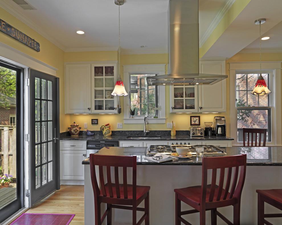Оригинальный дизайн кухонной вытяжки в интерьере кухни - Фото 18