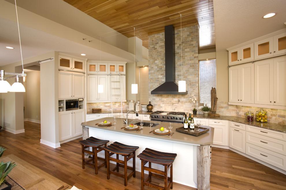Оригинальный дизайн кухонной вытяжки в интерьере кухни - Фото 20