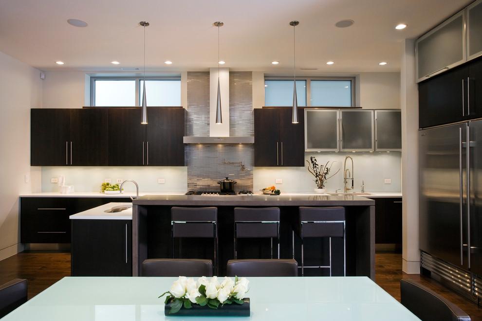 Оригинальный дизайн кухонной вытяжки в интерьере кухни - Фото 21