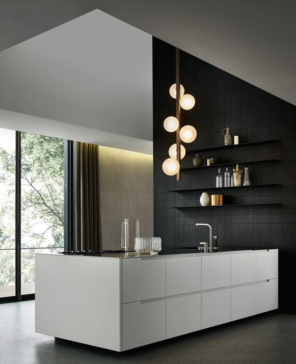 Стильный дизайн современной кухни в белой гамме