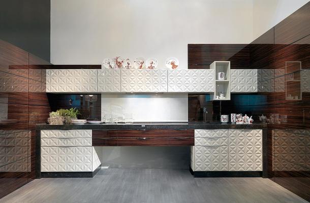 Кухонный гарнитур Diamond из лакированного дерева
