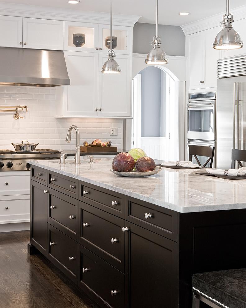 Оригинальные подвесные светильники в дизайне интерьера кухни от Venegas and Company