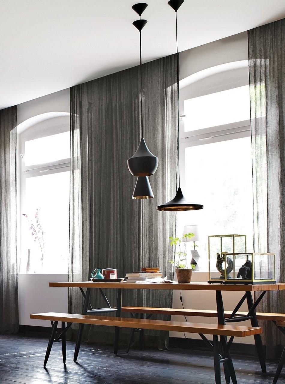 Интерьер черной кухни:  лиловые акценты в дизайне от Peter Fehrentz