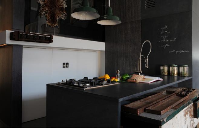 Грифельная доска в интерьере кухни в стиле лофт