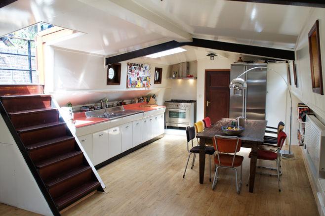 Интерьер кухни со столовой в стиле лофт