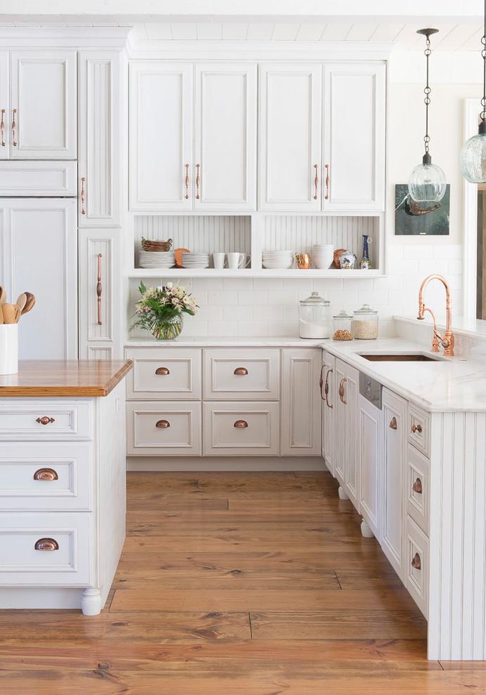Стильные идеи дизайна интерьера кухни - светлые тона