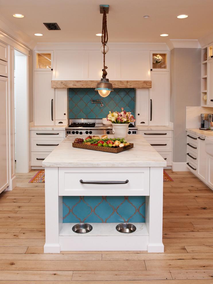 Идеи хранения на кухне - миски, встроенные в кухонной остров