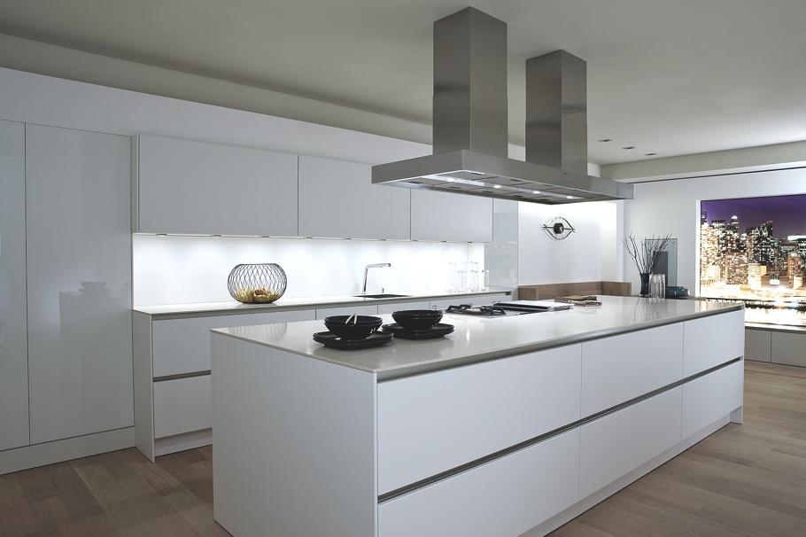 Минималистский дизайн белоснежной кухни S2 от SieMatic
