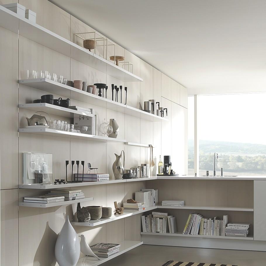 Открытые деревянные полки в интерьере кухни SE 5005 от SieMatic