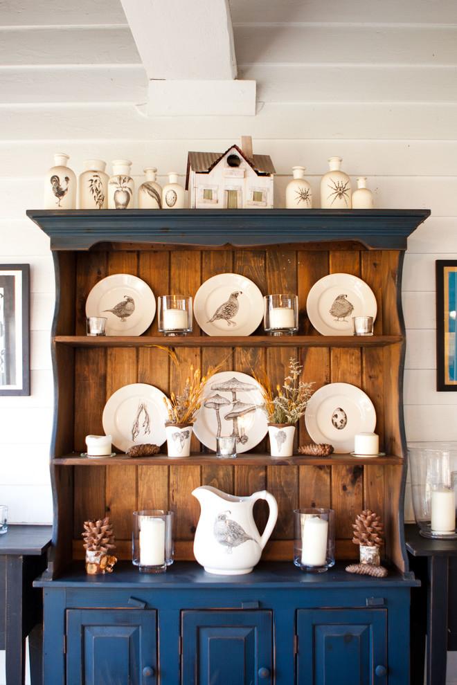 Деревянный кухонный буфет с открытыми полками