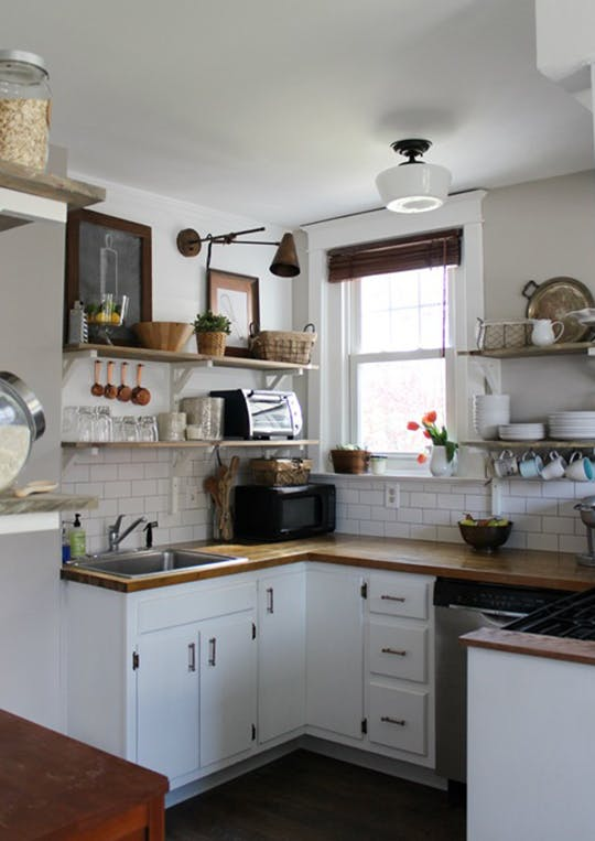 Малобюджетный ремонт кухни. Фото уютного интерьера